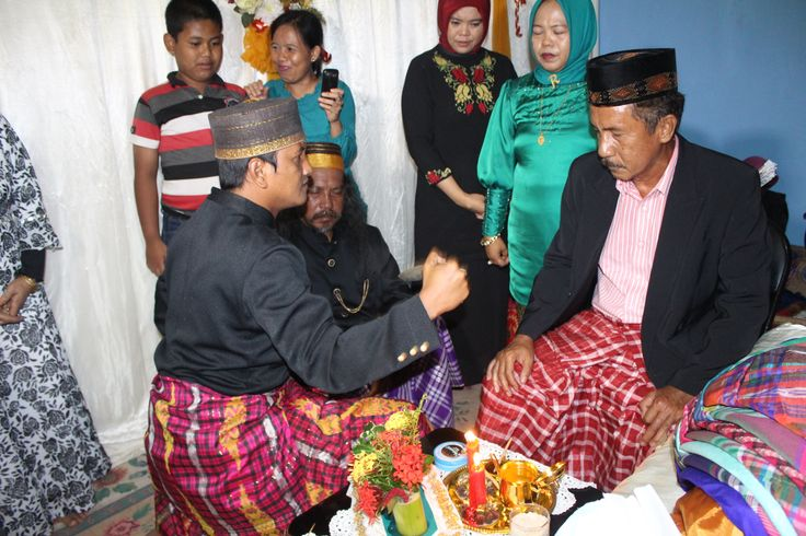 """""""ngaru""""  is a part of makassar wedding ceremonial. ngaru is a promise made by the hulu balang to the king (karaeng), that the the hulu balang (kings protector) will protect the king.. in this session, hulu balang also remind the king about his responsibility as a king"""