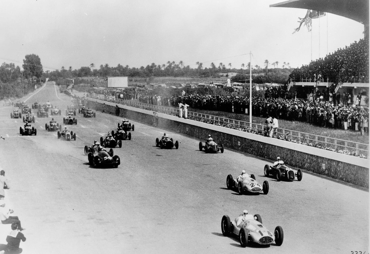 Tripoli Grand Prix, May 7, 1939. The two Mercedes-Benz 1.5 liter W 165 racing cars conquered the lead right from the start. Hermann Lang, who went on to win the race, with start number 16 ahead of the car with start number 24 in which Rudolf Caracciola finished in second place.