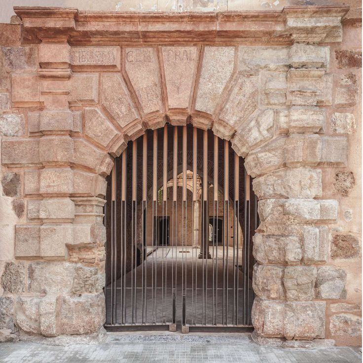 The starting point for the urban regeneration of the Palau-Castell de Betxí, was the attack against the Valencian heritage suffered in the decade of the 70's...