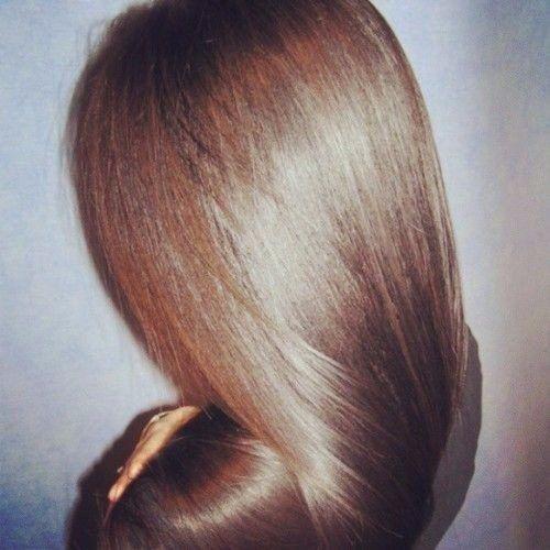 Маска с репейным маслом и желтком позволяет восстановить ослабленные и пересушенные волосы. Если после окрашиваний и использований инструментов для горячей укладки волосы стали тусклыми и безжизнен…