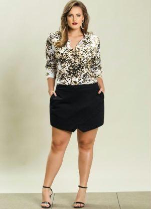 Look Plus Size completo  Camisa (Estampa Oncinha) Plus Size + Short Saia Assimétrico Plus Size (Preto)