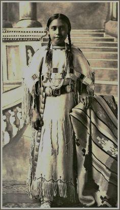 Otter Bee - Heévâhetaneo'o (Southern Cheyenne) Nation - 1907
