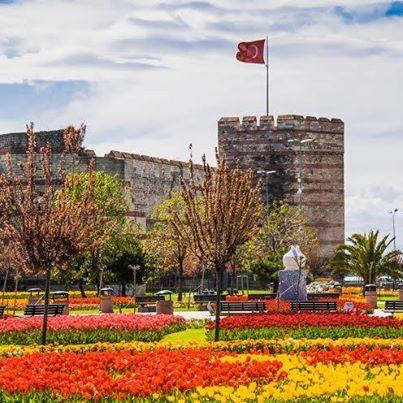 İstanbul'da Lale Devri olarak anılan Nisan ayı diğer ülkelerde ne ifade ediyor merak ettiniz mi?  Çin'de Çingming Festivali, Hollanda'da Kraliçe Günü, Danimarka'da Ulusal Gün, Suriye'de Bağımsızlık Bildirgesi... Bu arada Emirgan'da 30 Nisan'a kadar sürecek 9. İstanbul Lale Festivali'ni kaçırmayın!