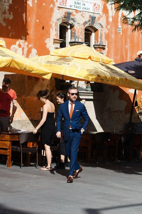 blue suit orange tie, sock-less loafers- do it