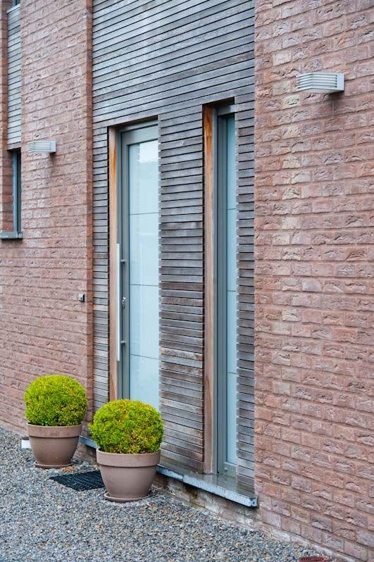 parements en briques ton brun fonc java bardage en fines lattes de bois de c dre. Black Bedroom Furniture Sets. Home Design Ideas