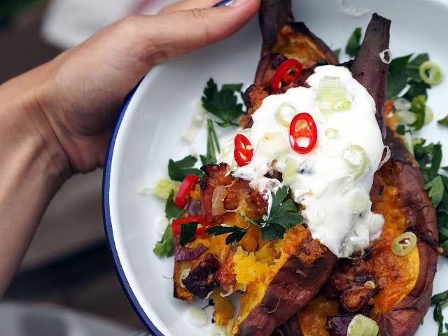SMOOTH COOKING aneb vaříme hladce : PEČENÉ BATÁTY S UZENÝM A ČEDAREM
