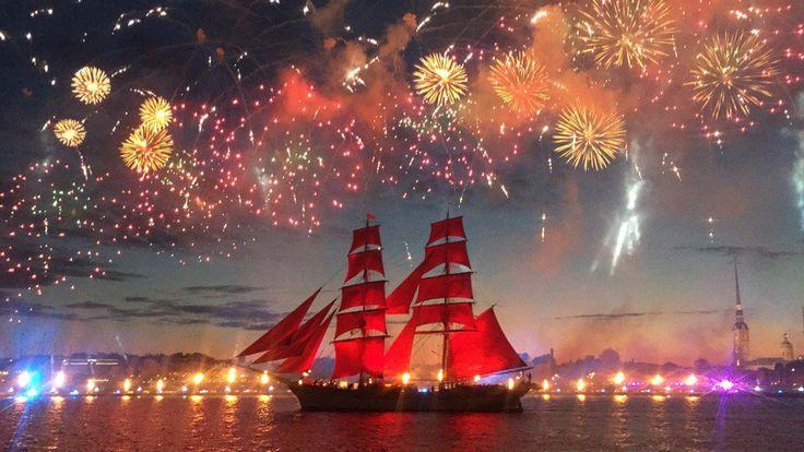 Scharlaken zeilen festijn in Sint-Petersburg