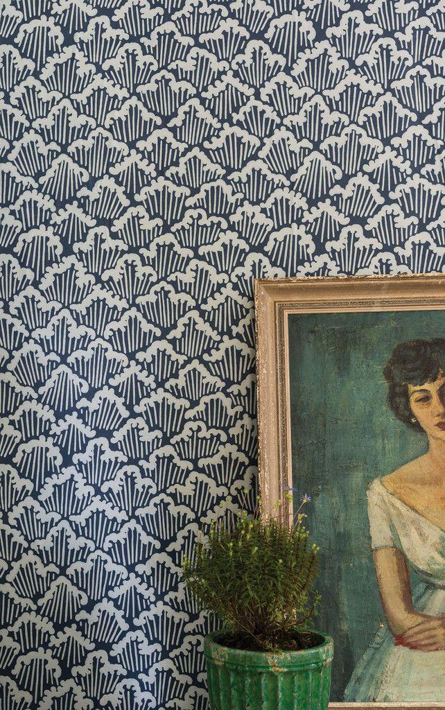 Un bleu chaleureux et des motifs retro pour donner de la douceur à son intérieur ! #dccv #design #deco #tapisserie #wall #mur