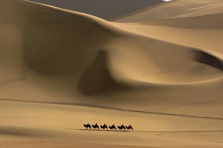 The 'Sands that Sing' form immense dunes. © Michael Yamashita