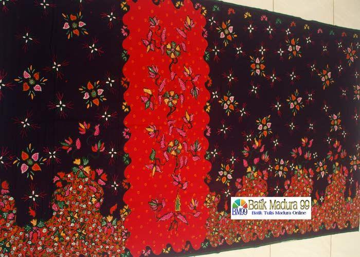 Sarung Batik tumpal khas madura merupakan batik tulis dalam bentuk sarung. Motif batik madura dituangkan dalam karya batik tulis sarung tumpal merah.  Sarung Batik Madura dapat anda peroleh di http://batikmadura99.com
