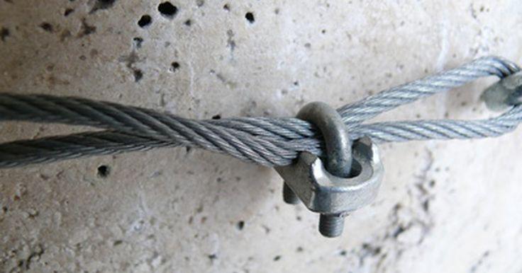 Tipos de terminales de cable. Los terminales de cable, también conocidos como conectores, son abrazaderas que conectan los cables. Debido a su rápida instalación y la susceptibilidad para las reparaciones y el mantenimiento, estos terminales se utilizan generalmente cuando los métodos permanentes de conexión no son factibles. Si bien hay varios tipos de terminales disponibles, ...
