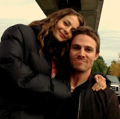 willa holland thea queen photos | Stephen Amell Willa Holland Arrow | Shipping Brother/Sister Incest ...