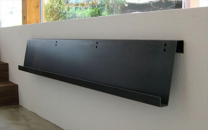鉄製マガジンラック 1枚の鉄の板を曲げただけのシンプルなデザイン