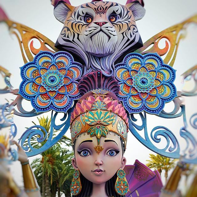 Another beautiful #statue at the #bonfire #festival #hogueras #alicante. LOOK AT THOSE #mandalas everywhere! 😍Those #earrings and that #tiger...love it!❤️ #mandala #mandalaart #hogueras2017 #mandalalovers #mandalagram #hindu #art #design #decor #statues #spain #españa #travel #photography #mandalaearrings #arte #hoguera #viaje #viajar #cultura #colors #coloring