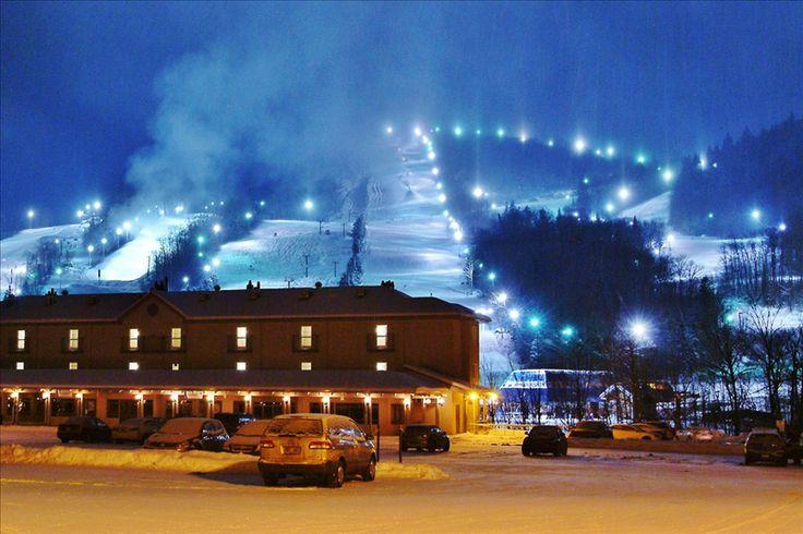 Condos ski-in/ski-out | Les Chalets Alpins Stoneham - Hébergements Touristiques www.chaletsalpins.ca 1-866-882-4888 #Condos #Voyage #Quebec #Luxe #Ski