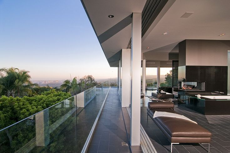 indoor/outdoor living /// Nightingale Drive House | Marc Canadell | Los Angeles, CA