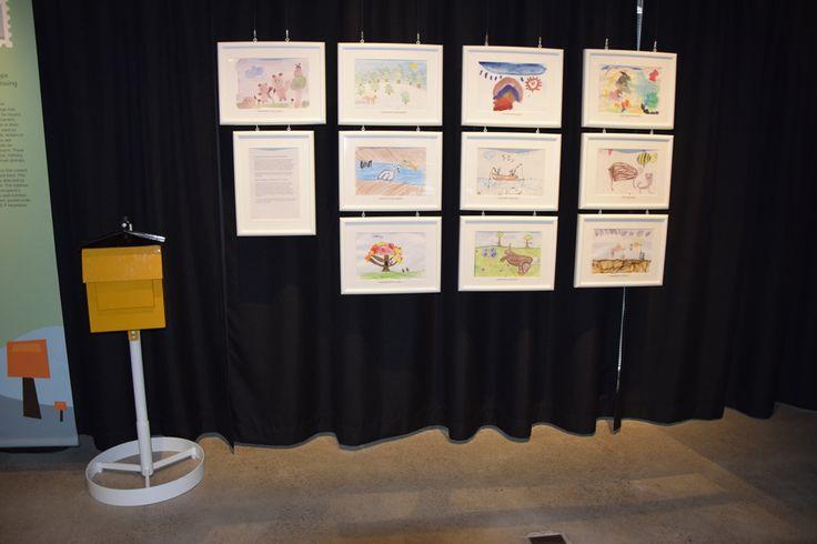 Pikku Kakkonen, Postimuseo ja Posti pyysivät helmikuussa lapsilta Suomen luonto -aiheisia piirustuksia. Pikku Kakkosen postiin tulleista piirustuksista järjestäjien esiraati valitsi kymmenen piirustusta, jotka osallistuvat yleisöäänestykseen. Eniten yleisöääniä saanut piirustus ikuistettiin postimerkiksi keväällä 2017. Työt Merkillinen seikkailu -näyttelyssä 9.6. - 29.10.2017