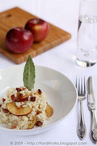 Risotto con speck, scamorza affumicata e mele #recipe #juliesoissons