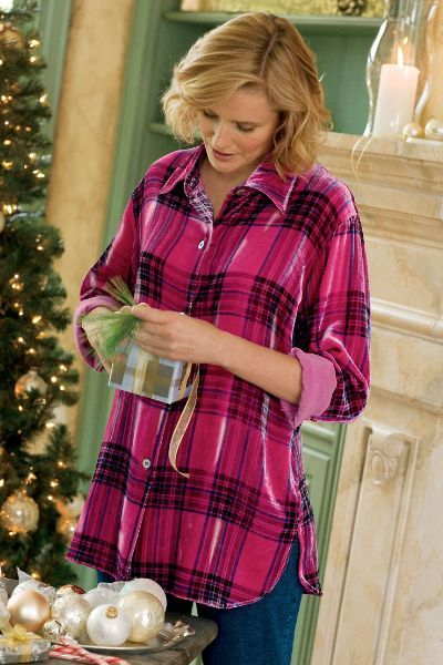 A softly fashionable take on the boyfriend shirt, our Plaid Velvet Big Shirt is accented with shell buttons.
