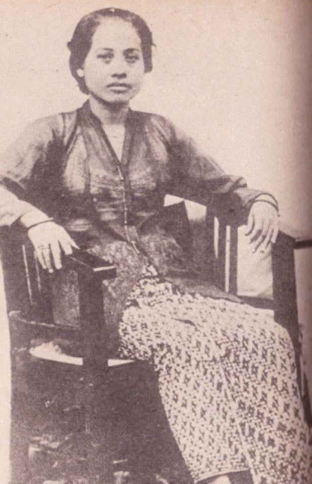 Inggit Garnasih, 2nd Wife of Sukarno
