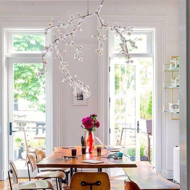 Luminária Blossom Chandelier, design de Tord Boontje para Swarovski. #design #luminárias #formas #lamps #shapes #iluminação #lighting #lightingdesign #lamp #interior #interiores #artes #arts #art #arte #decor #decoração #architecturelover #architecture #arquitetura #projetocompartilhar #davidguerra #shareproject #blossomchandelier #swarovski #tordboontje