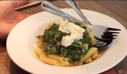 €3 food challenge penne pasta spinazarella o.a met Serena van Beautylab.nl laat ik een recept zien voor een gerecht van €3,00 voor 1 of meer personen