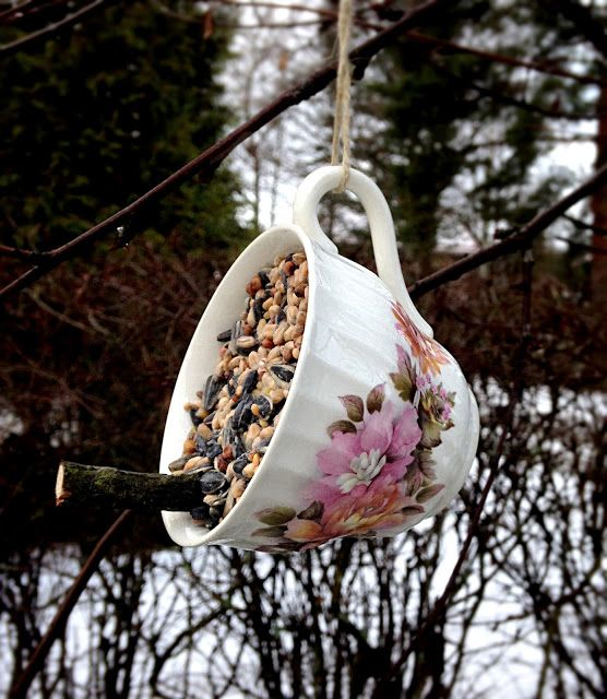 Boho Bonbon: Talipallo kahvikupissa - A coffee cup bird feeder