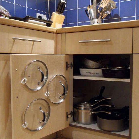 ¿No sabes dónde poner las tapaderas de las ollas? Utiliza ganchos para colgar trapos.