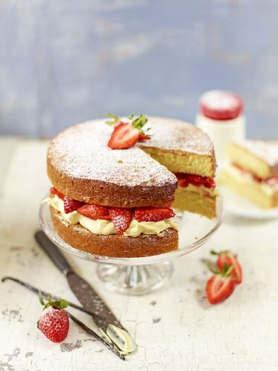 Strawberry & cream sandwich sponge | Jamie Oliver