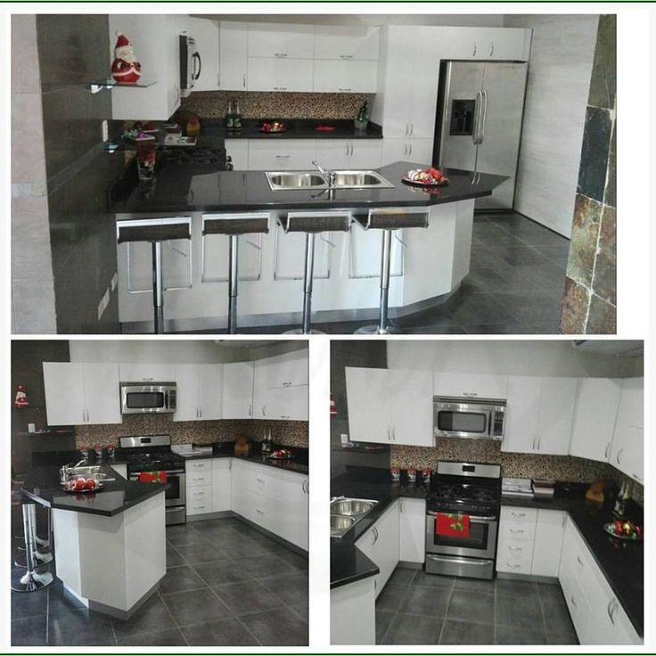 Cocinas modulares modernas blancas combinada con tope de - Cocinas blancas con granito ...