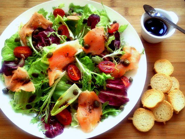 É muito comum resolver trocar as refeições por saladas, principalmente durante o verão, em busca de emagrecimento rápido. O problema é quegeralmenteesta troca é feita de maneira incorreta e, além…