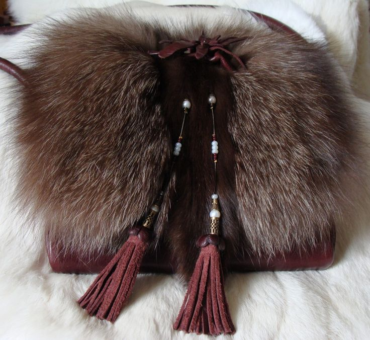 Recycled fur and leather handbag. Fourrure et cuir recyclés.