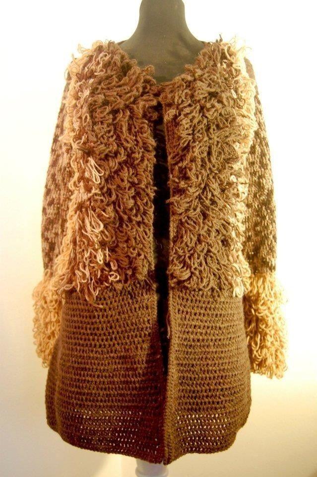 Abrigó tejido a mano en lana alpaca.