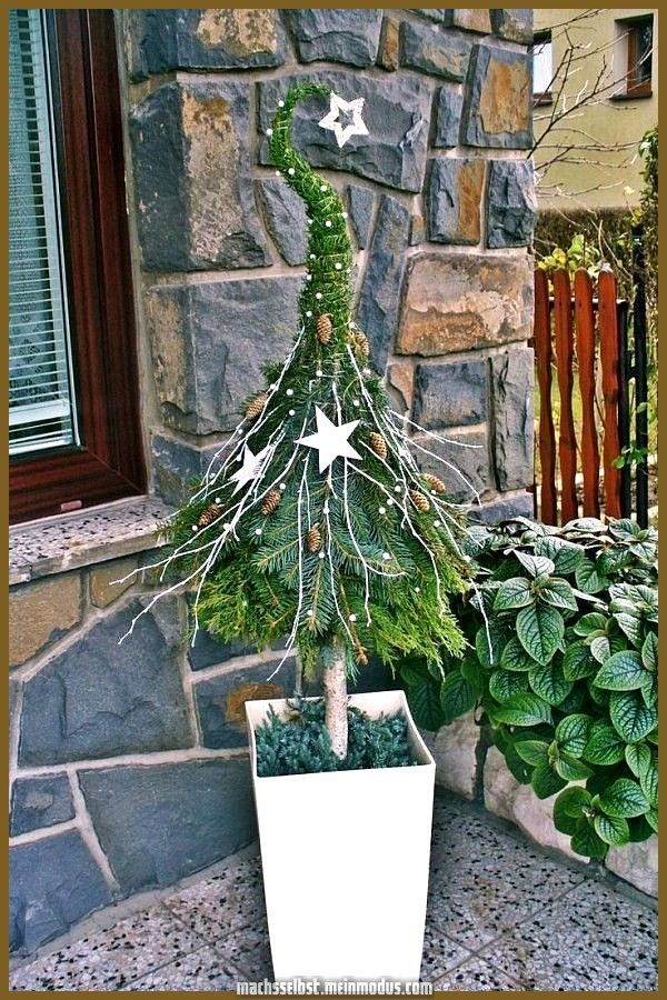 Kreative und Großartige Weihnachtsdekoration Tür verbreitet eine festliche Stimmung – Outdoor…