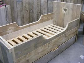 bed steigerhout W/ a large droor in the bottom.