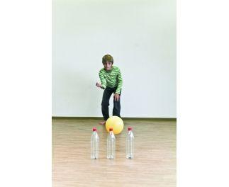 Kaarten met oefeningen gericht op beweging, waarbij gebruik wordt gemaakt van ballen en ballonnen.