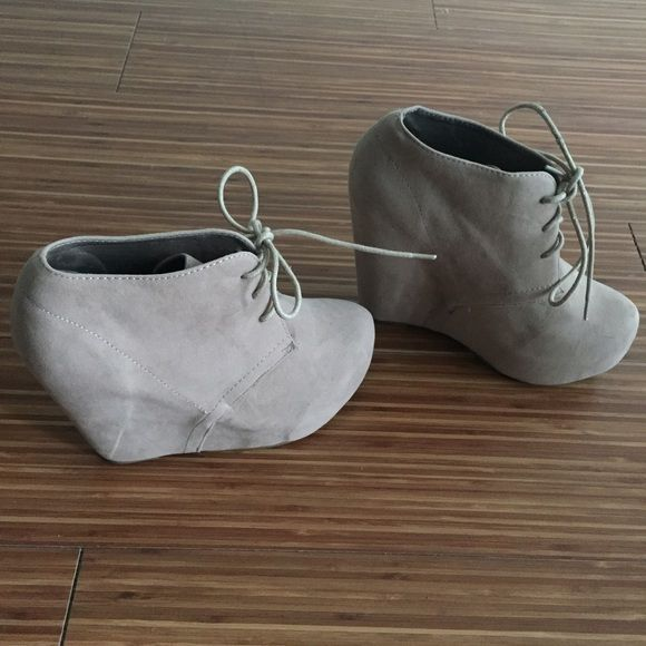 Wedge Shoes Used. Very pretty, sexy comfortable. In great condition. Shoes Wedges