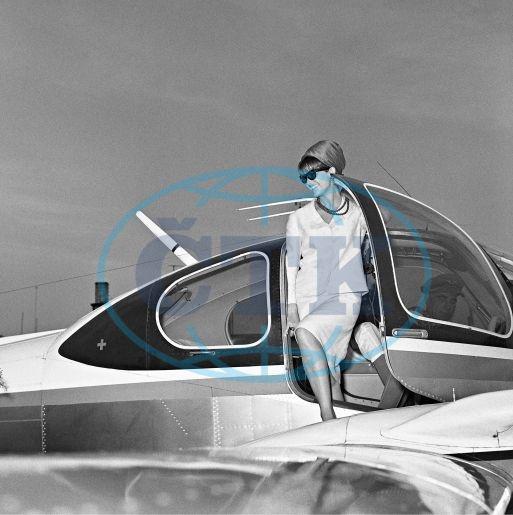 Claudia Cardinale, aerotaxi, taxi