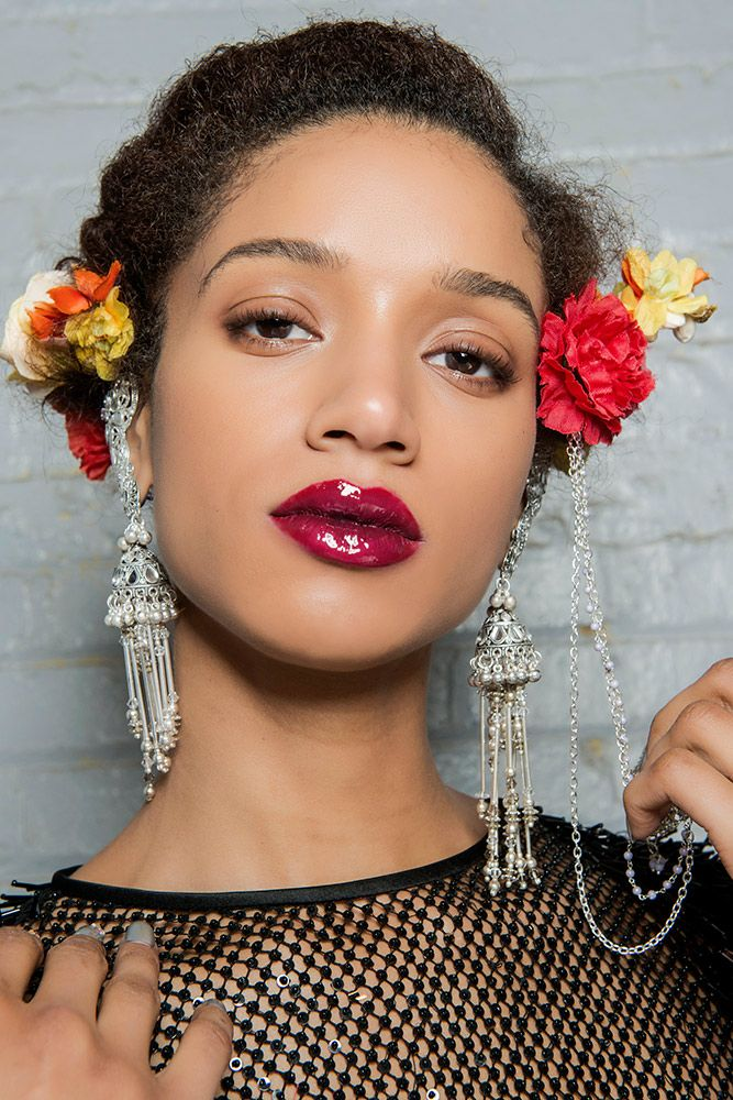 16 Runway Makeup Looks That Will Convince You To Trade Your Matte