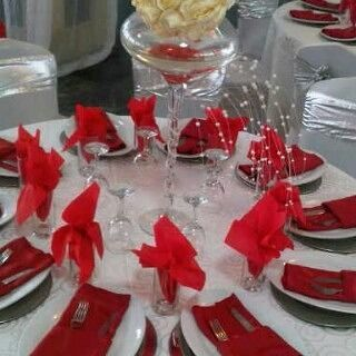 A table centre piece such as flower vase or chandelier or paper box must not distract or overshadow the table decoration.  Keep it simple  nice and orderly  Accesorize with napkins attractive cutlery platters  and flowers.  #decortip #decorsetup  #decorator  #eventplanner  #tablesetup #centerpiece #serviette #cutlery #nigeriandecorator  #nigerandecor #nigeriandecoration #weddingdecoration  #weddingdecor #platter #wedding #learn #instalike #weddingplanner