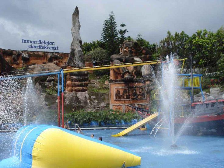 Wisata Taman Jatim Park merupakan tempat wisata andalan Jawa timur yang terbagi menjadi 2 bagian, yaitu difungsikan untuk hiburan dan lainnya sekaligus menggunakan tema edukasi