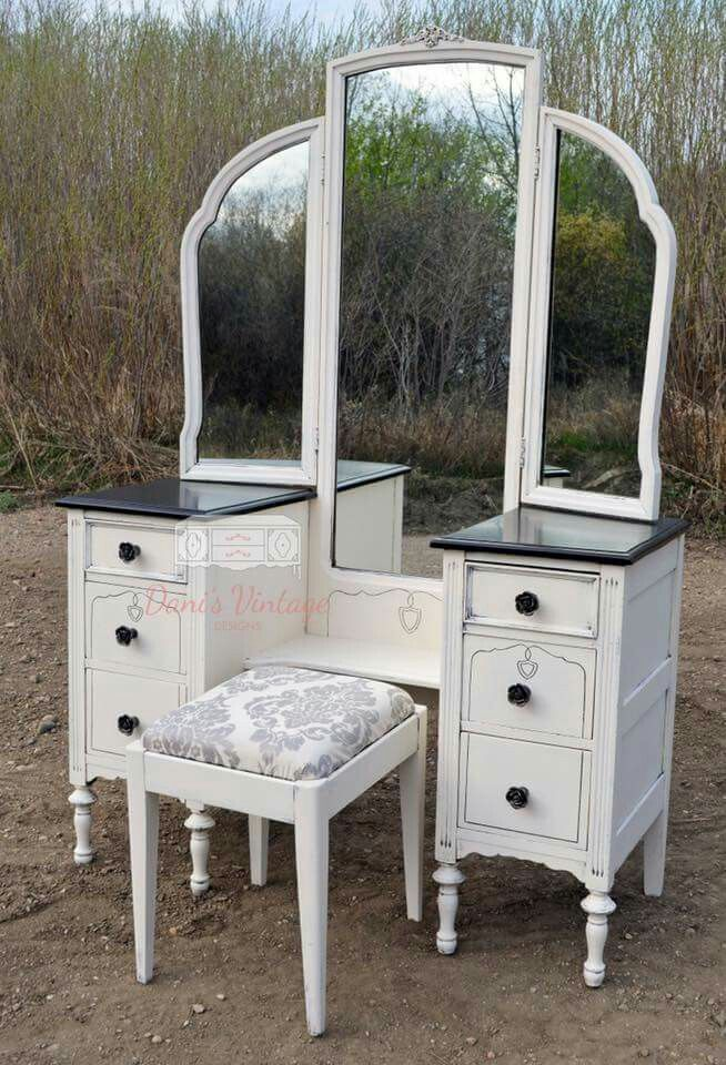 Antique Off White Vanity / Makeup Station with Trifold Mirror - Best 25+ Antique Makeup Vanities Ideas On Pinterest Vintage