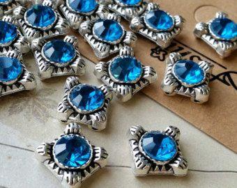13 x 13 mm quadrato argento tibetano forma Charm ciondoli / Drop ciondolo / pendente connettore / blu strass (.ug)