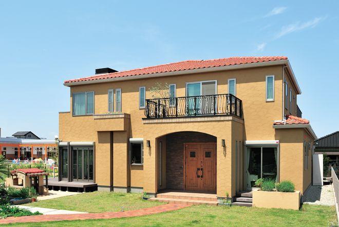 青空が似合うプロヴァンス風外観 ホームウェア 一戸建て 家