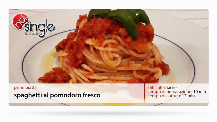 http://www.youtube.com/subscription_center?add_user=NoiSingleInCucina Classico fra i primi piatti italiani: gli spaghetti al pomodoro fresco. Vediamo insieme come prepararli in semplici passaggi. Difficoltà: semplice Preparazione: 15minuti Costo: basso #spaghettialpomodorofresco #pomodorofresco #sugoalpomodorofresco #primipiatti #pastaalsugo #noisingleincucina #ricettepersingle #cucinaitaliana #ricettefacili #singleincucina #facile