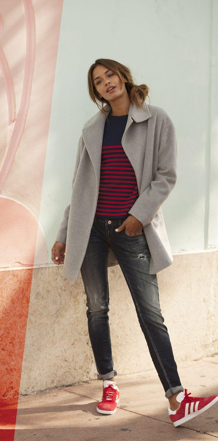 Cozy like sunday morning! Für deinen schönen Casualdress und einen entspannten Sonntagsspaziergang empfehlen wir dir eine bequeme Jeans, ein Longsleeve im modernen Streifenlook und den coolen Mantel für oder gegen das Wetter. Super gemütlich!