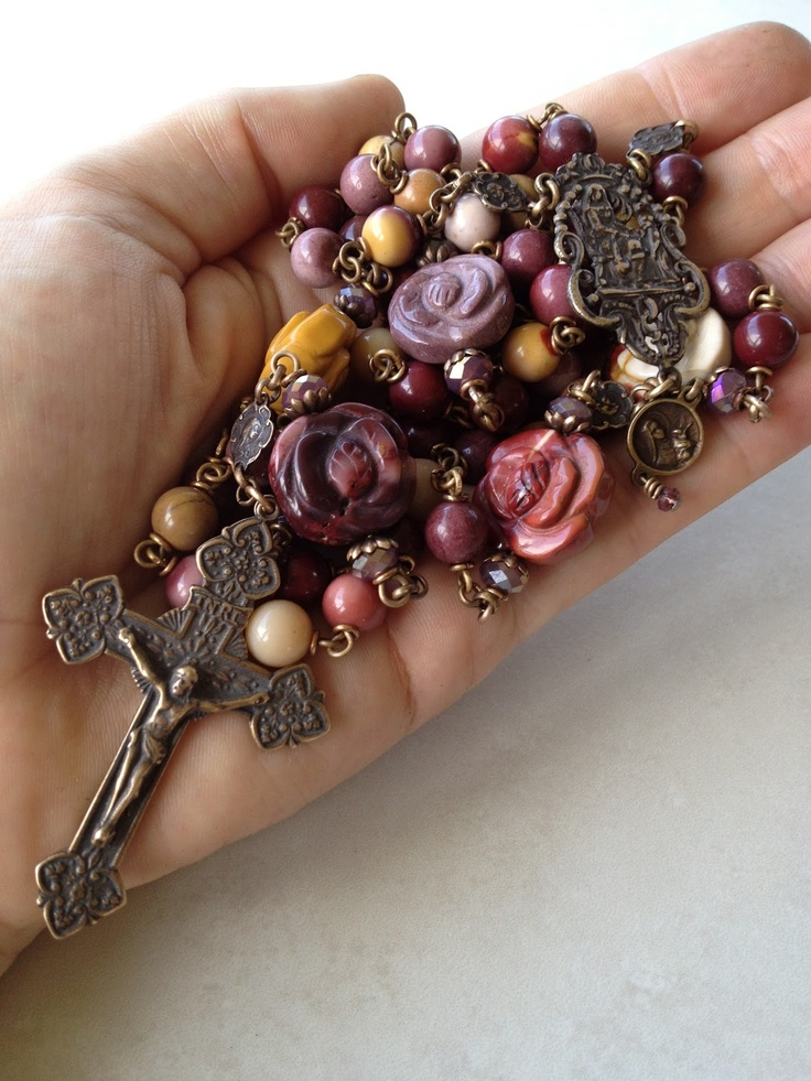 Beautiful rosary...I LOVE to make rosaries and I truly appreciate the beauty of this one.