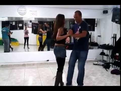 Como Dançar Pagode - YouTube