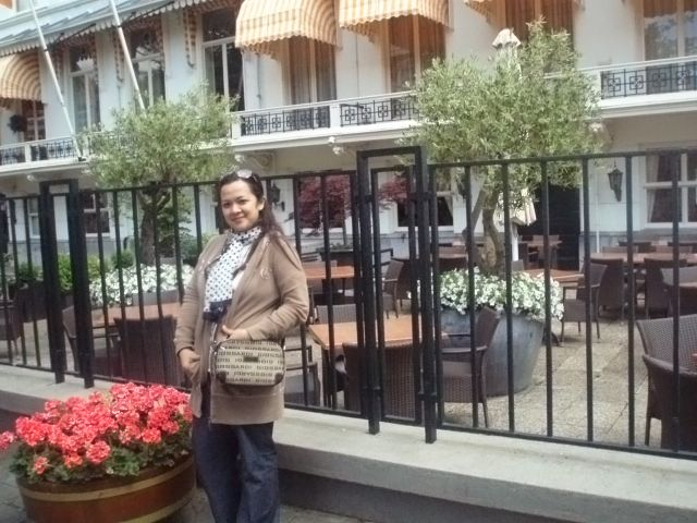 In front of Carlton Ambassador Hotel The Hague, someday we'll back to Den Haag and stay in this elegant boutique hotel...someday..