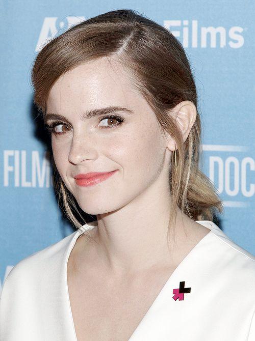Emma Watson attends the 'City of Joy' premiere in New York (11/11/16)